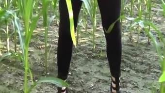Amateur peeing a huge load in the corn field