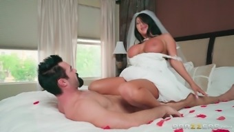 Awesome sixty nine action with August Taylor and her stud