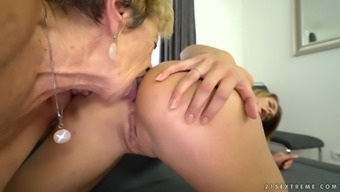 Malya and Lara West hook up for an amazing lesbian experience