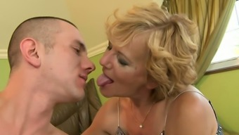Sex-starved granny gets her hairy snatch eaten out