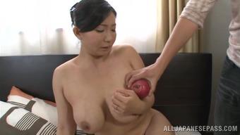 Brunette asian milf hottie Sauri Mikami likes to get fucked