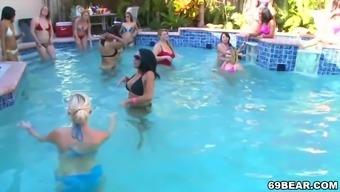 она в бассейне групповушка коллега которыми пришел