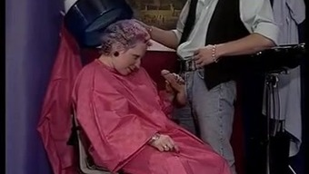 GREYHAIRED GRANNY FUCKED BY THE HAIRDRESSER (VINTAGE)