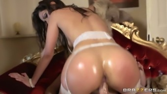Way to hot and gorgeous babe received nice dick in her pussy from the back
