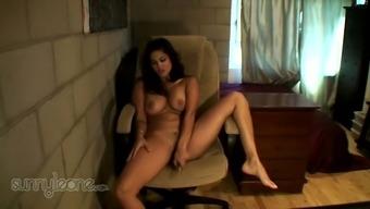 Naked Indian beauty Sunny Leone  masturbates on cam