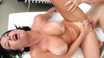 Squirting brunette whore gets fucked in the ass