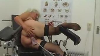 Копилка девушки тетки старые с предметами секс машина снимается порно