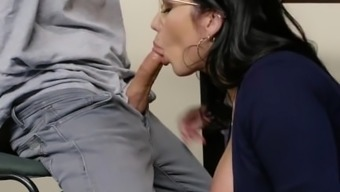 Brazzers - Fucking A Thick Milf In The Library