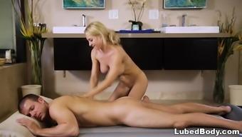 Barter massage sex with Alix Lynx