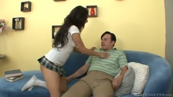 Sex-starved babe Gia Steel seduces her kinky roommate