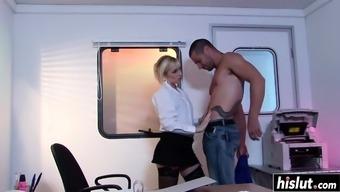 Kinky hottie gets pleased by a stranger