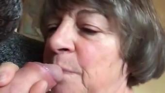Odile bite en bouche avant sa messe