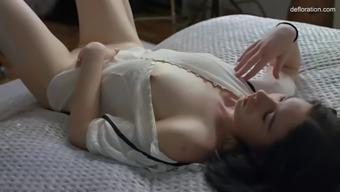 maiden anna klavkina rubs her 18 yo virgin pussy in solo