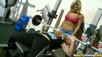 Stunning Sporty MILF Gets Banged by a Guy She Met at the Gym