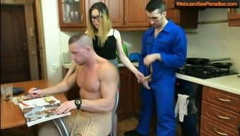 Hot slut cheats behind her man back