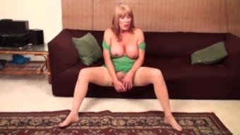 Rae Hart mature video & huge dildo vaginal masturbation