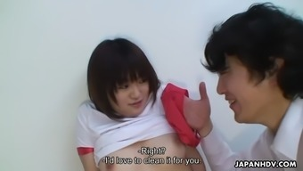 busty jap chihiro takizawa receives cunnilingus in locker room