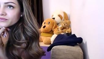 amateur sweetndcrazy fingering herself on live webcam
