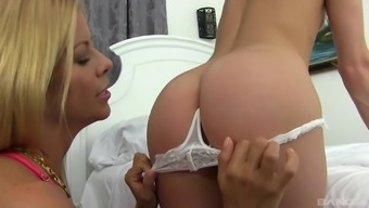 Sexy Alaina Dawson gets her pussy fingered and licked by Alexis Fawx