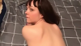 Teen stepdaughter begs for creampie from stepdaddy