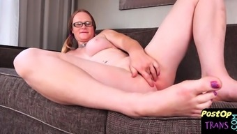 Post op beauty spreads her pussy while filmed