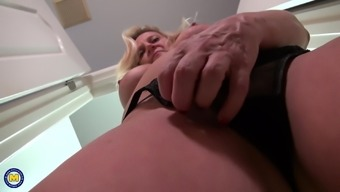 American mature mother Mary with amazing body