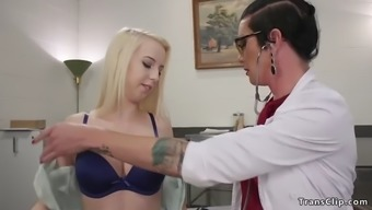 Shemale doctor fucks blonde to be pregnant