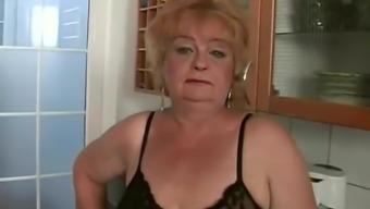 BBW granny Harriett