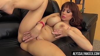 Bosomy lady Alyssa Lynn feels great fingering her wet pussy daily