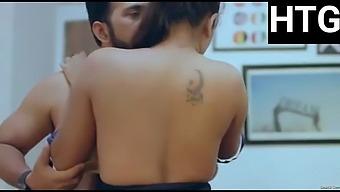 Sexi bhabhi has romance with her boss
