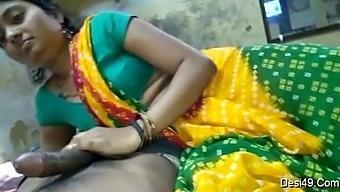 Bihari hindu bhabi sucking and giving blowjob to Muslim boyfriend