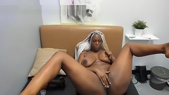 curvy African MILF with a great round ass
