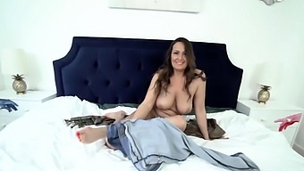 Mature stepmother offers her hairy pussy to stepson
