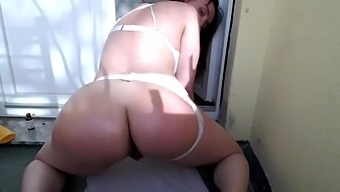Milf With Very Dirty Ass Crack Masturbates Outside