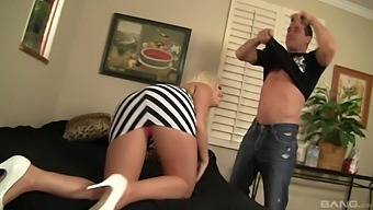 Dick sucking and pussy licking with sexy blonde girl Britney Amber