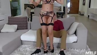 Britney Amber - Kinky Milf Cooch