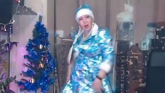 Ritual dances of a mature SnowMaiden to challenge the coolness. Santa's staff in her mouth and cunt!